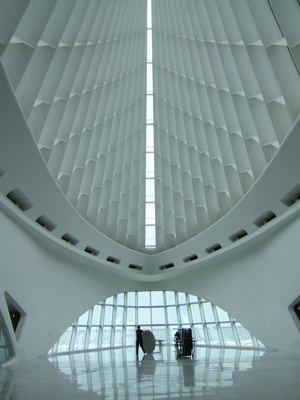 Milwaukee art museum - entrance hall